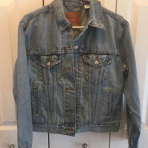 Levi's distressed jean jacket XS
